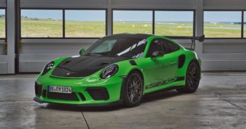 Porsche 911 GT3 RS sets new benchmark lap time on Nürburgring Nordschleife
