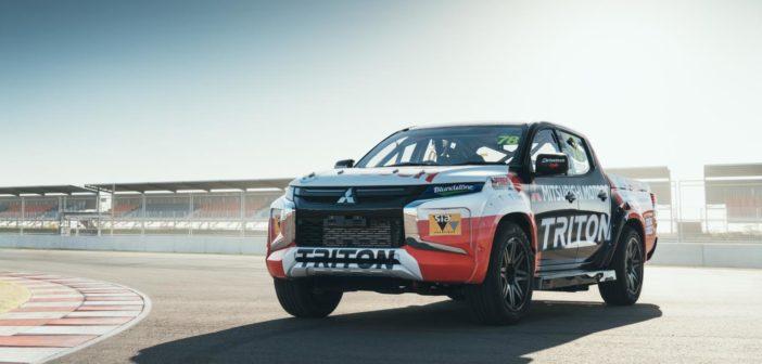Mitsubishi pickup goes racing